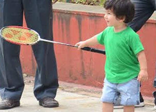 अब बैडमिंटन भी खेलने लगा है तैमूर अली खान
