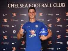 chelsea sign contract with spanish goalkeeper kepa arrizabalaga