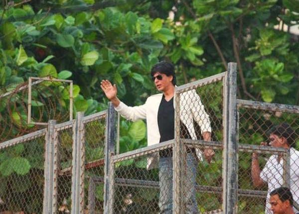 शाहरुख के घर के बाहर खड़े रहते थे कार्तिक आर्यन