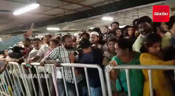 watch people from all over hyderabad rushed to ikea store in hitech city