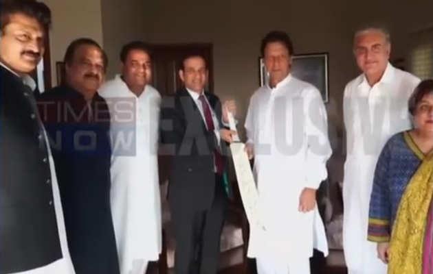 पाकिस्तान: इमरान खान ने भारतीय उच्चायुक्त से पहली मुलाकात में ही कश्मीर मुद्दा उठाया