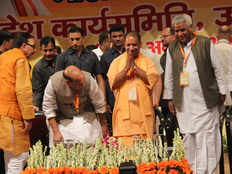 bjp tried to gain confidence between workers and dalits while meeting