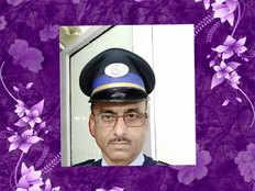 honest security guard returns 2 lakh rupees