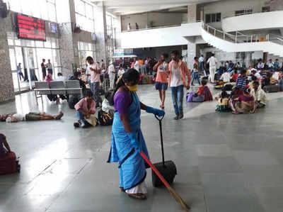 बांद्रा रेलवे स्टेशन (फाइल फोटो)