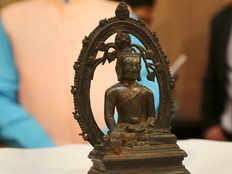 london police return stolen 12th century buddha statue to india