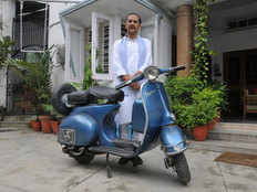 atal bihari used to vespa scooter for visiting dehradoon