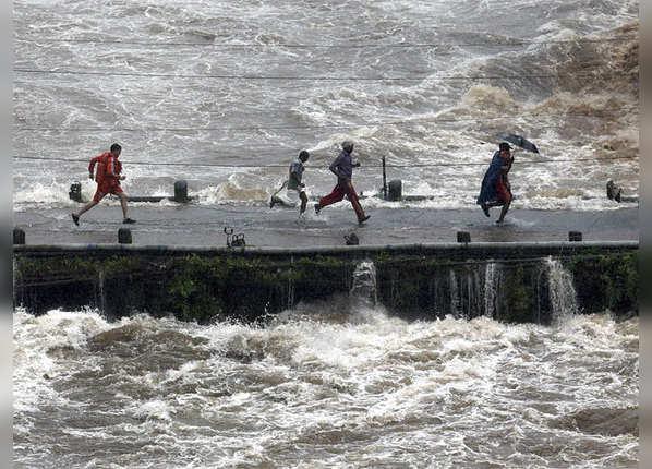 अंत में बाढ़ की वह ऐतिहासिक तस्वीर
