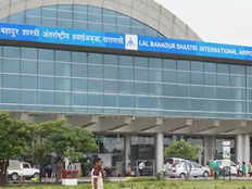 women arrested with gun on varanasi airport