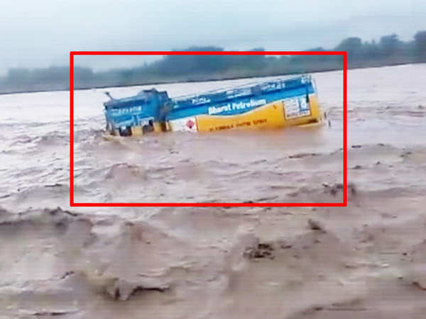 on cam oil tanker washed away in haridwar