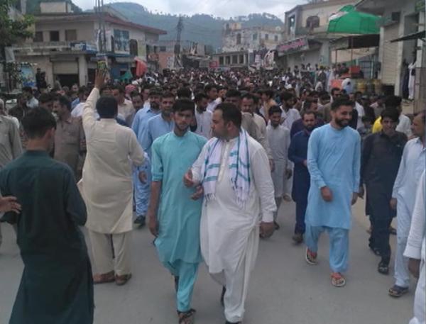 pakistan cracks down on kashmiri protestors in pakistan occupied kashmir