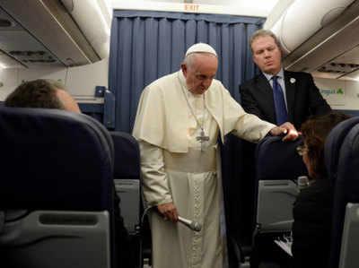 पोप फ्रांसिस ने गे बच्चों के साथ प्यार से पेश आने की सलाह दी