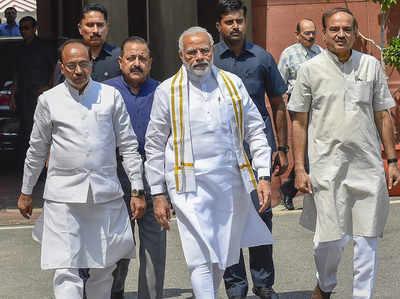 प्रधानमंत्री नरेंद्र मोदी और अन्य (फाइल)