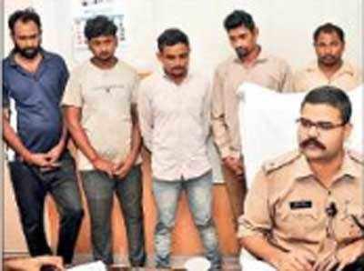 पुलिस की गिरफ्त में सरिया चोर गैंग