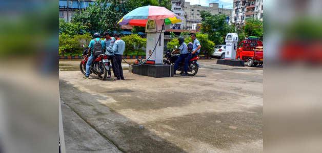 नए रेकॉर्ड स्तर पर तेल के दाम, मुंबई में पेट्रोल मेट्रो शहरों में सबसे महंगा