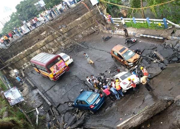 कोलकाता में पुल गिरने के कारण हादसा