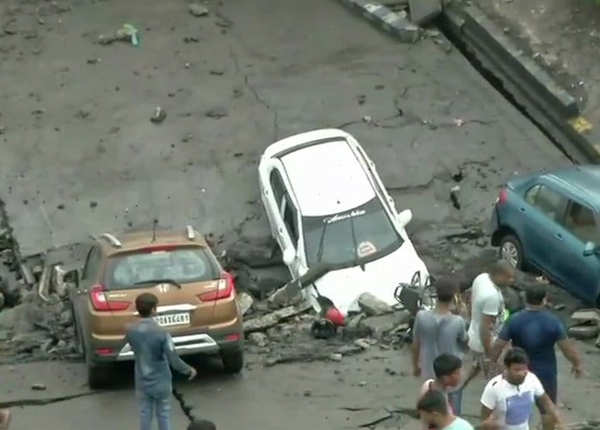 हादसे में कई वाहन भी क्षतिग्रस्त