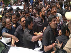 azhagiri silent rally towards karunanidhi graveyard leads into new guesses