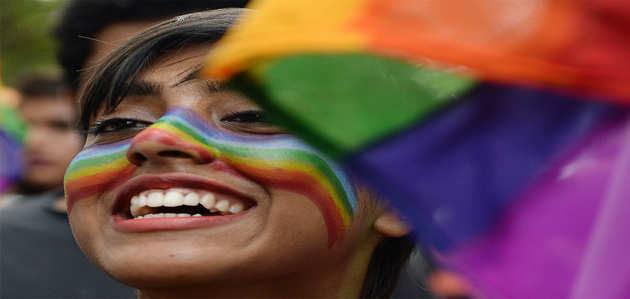 दो बालिगों के बीच सहमति से समलैंगिक संबंध अपराध नहीं: सुप्रीम कोर्ट का फैसला