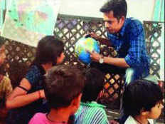 this bhopal engineer devotes his off days to teach poor kids