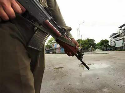 J&K: अनंतनाग में पुलिस की पिकेट पर हमला, जवाबी कार्रवाई में 1 लश्कर आतंकी ढेर