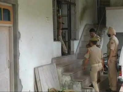 पुलिस ने अवैध हॉस्टल पर मारा छापा