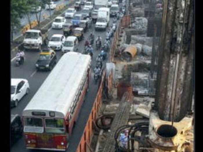 चल रहा मेट्रो मुंबई का काम