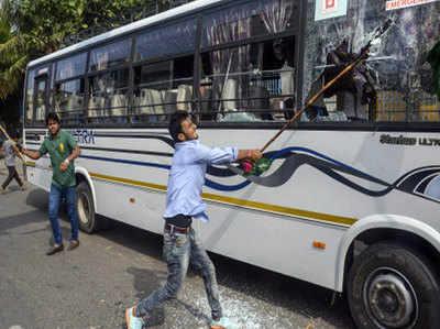 बिहार में कई जगह हिंसक प्रदर्शन देखने को मिला।