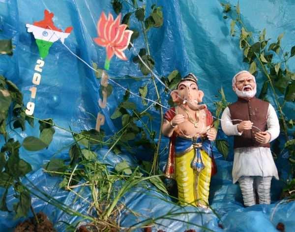 mysuru kumbargeri revanna made ganesha idols with modi kumaraswamy