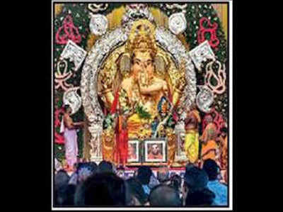 मंडल की गणपति प्रतिमा में 68 किलो सोना और 315 किलो चांदी लगी है।