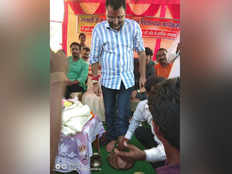 bjp worker drinks water after washing feet of godda mp nishikant dubey