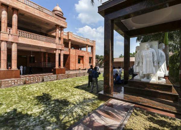 तीन महीने बाद दिल्ली से लौटीं मायावती