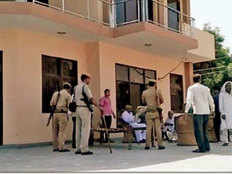it raids on 10 places in ravindra tongad case