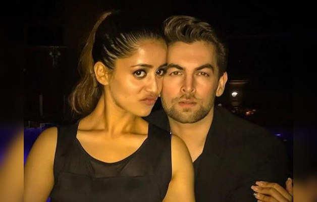 पत्नी रुक्मणि के साथ नील नितिन मुकेश