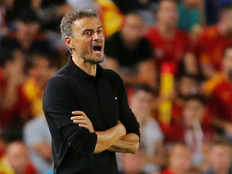 spanish football coach luis enrique says he dont want to change team playing style
