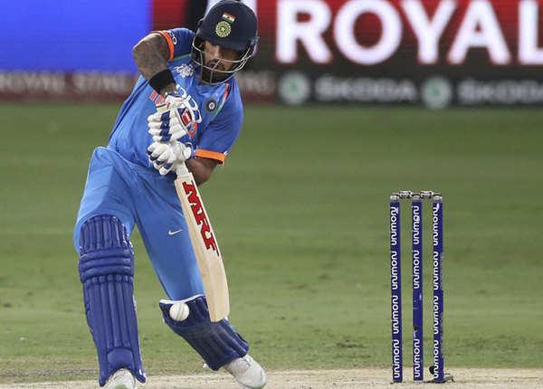 शुरुआत में फिसली टीम इंडिया