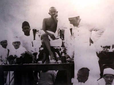 एक कार्यक्रम में महात्मा गांधी