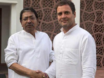 सोमेन मित्रा के साथ राहुल गांधी