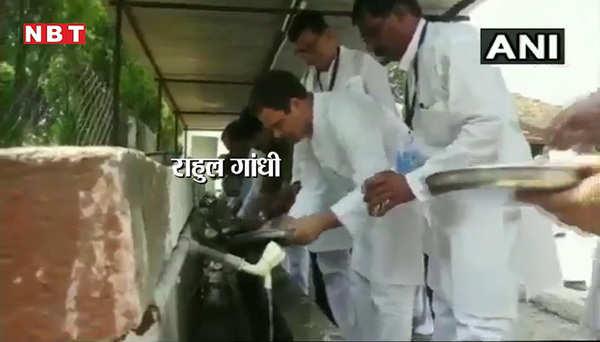 gandhi jayanti sonia gandhi and rahul gandhi wash their plates in sevagram wardha