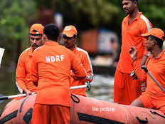 red alert in tamilnadu ndrf teams sent to five districts