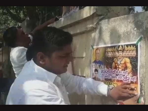 bjym activists stage protest against cong mla alpesh thakor in varanasi