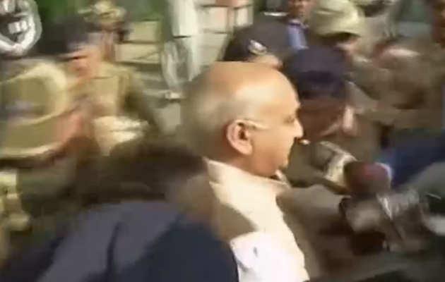 #MeToo: एमजे अकबर भारत लौटे, यौन शोषण के आरोपों पर बाद में जारी करेंगे बयान