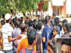 angry mob lynches 20 yr old criminal in mohammadwadi