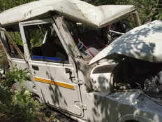 car carrying ten people met with an accident in uttarkashi