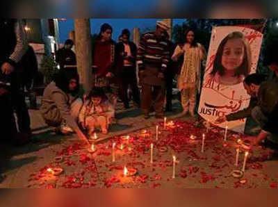 इस्लामाबाद में जैनब को श्रद्धांजलि देते लोग (फाइल फोटो)
