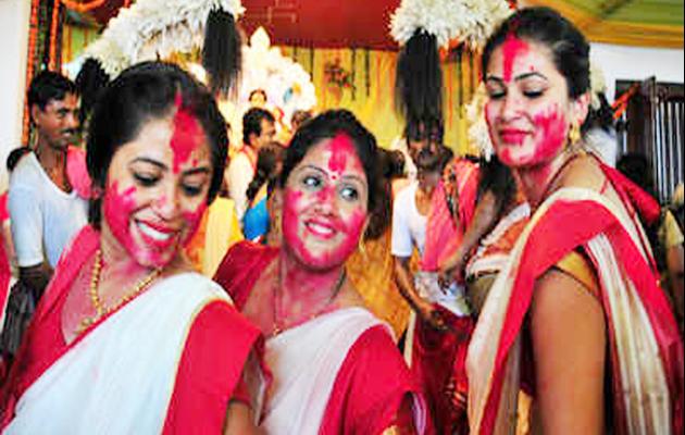 नवरात्र के आखिरी दिन इसलिए होती है सिंदूर खेला की रस्म