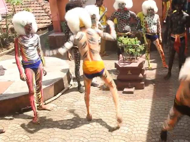 दशहरा: कर्नाटक में पारंपरिक 'टाइगर नृत्य' का आयोजन कर मनाते हैं नवरात्रि