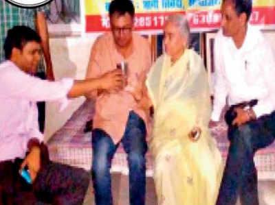 जोनल अफसर मुनेंद्र सिंह राठौर की मौजूदगी में ज्ञानी त्रिवेदी ने पिया जूस।