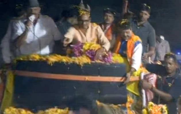 मध्य प्रदेश चुनाव: CM शिवराज ने किया इंदौर में किया रोड शो