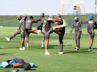 प्रैक्टिस करती पाकिस्तानी क्रिकेट टीम (तस्वीर: ट्विटर से)