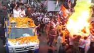 வீடியோ: ராகுல் காந்திக்கு ஆரத்தி எடுக்கும் போது தீ விபத்து!